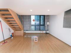 <b class=redBold>奥园峯荟</b> 带阳台通燃气的复试公寓两房,可以办工可以住人。