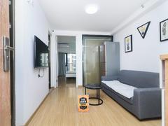 <b class=redBold>奥园峯荟</b> 业主诚心出租 精装一房一厅 带家私家电出租的呢