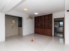 风临国际 3号线地铁旁物业,简装办公一房,业主诚心出售。
